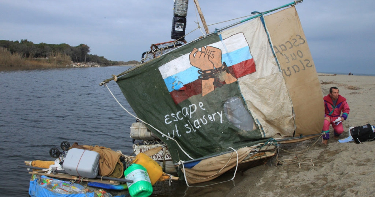 Russian journalist Andrey Novoselov, fearing persecutions from President Vladimir Putin's regime, sits next to his raft on January 11, 2014, near Canet-en-Roussillon, France. Police prevented him from sailing to Spain and the United States in search of political asylum.</p>