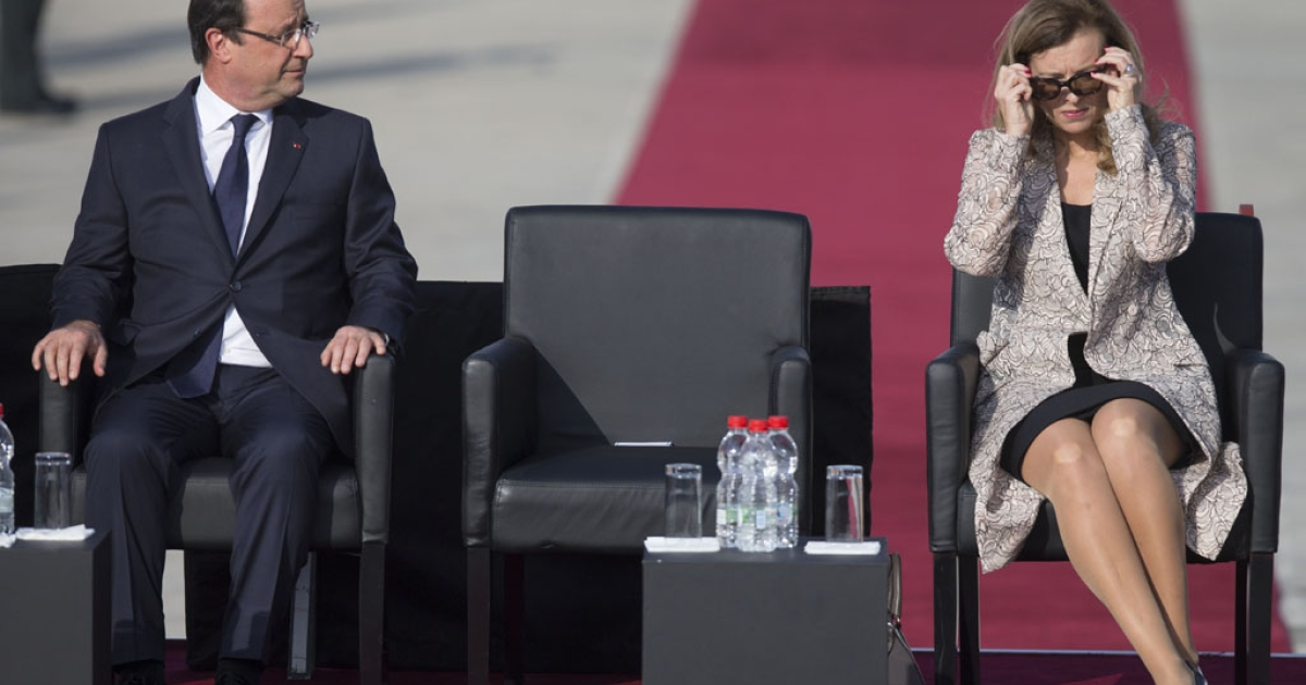 French President Francois Hollande sits next to First Lady Valerie Trierweiler at Ben Gurion International Airport in Tel Aviv, Nov. 17, 2013.</p>