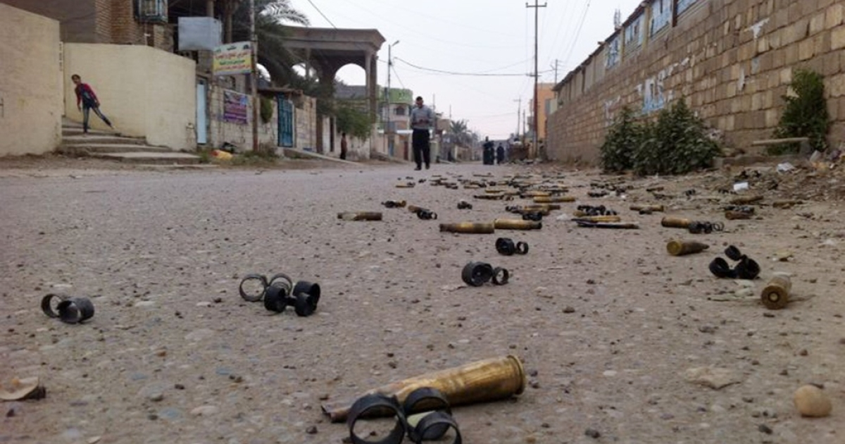 A picture taken with a mobile phone on Jan. 3, 2014 shows people in a street with empty bullets on the ground after fighting between Al Qaeda militants and Iraqi special forces in the Iraqi city of Ramadi, west of Baghdad.</p>