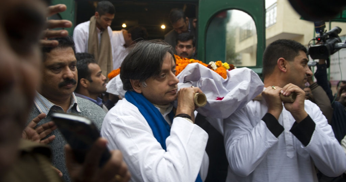India's Human Resources Minister Shashi Tharoor and relatives and friends carry the body of Tharoor's wife Sunanda Pushkar before her cremation in New Delhi on Jan. 18, 2014.</p>