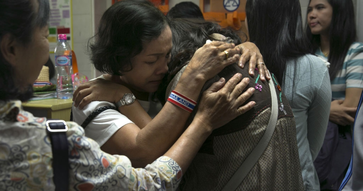 Family and friends of a Thai anti-government protest leader, who was shot dead, grieve at a hospital, Jan. 26, 2014, in Bangkok.</p>