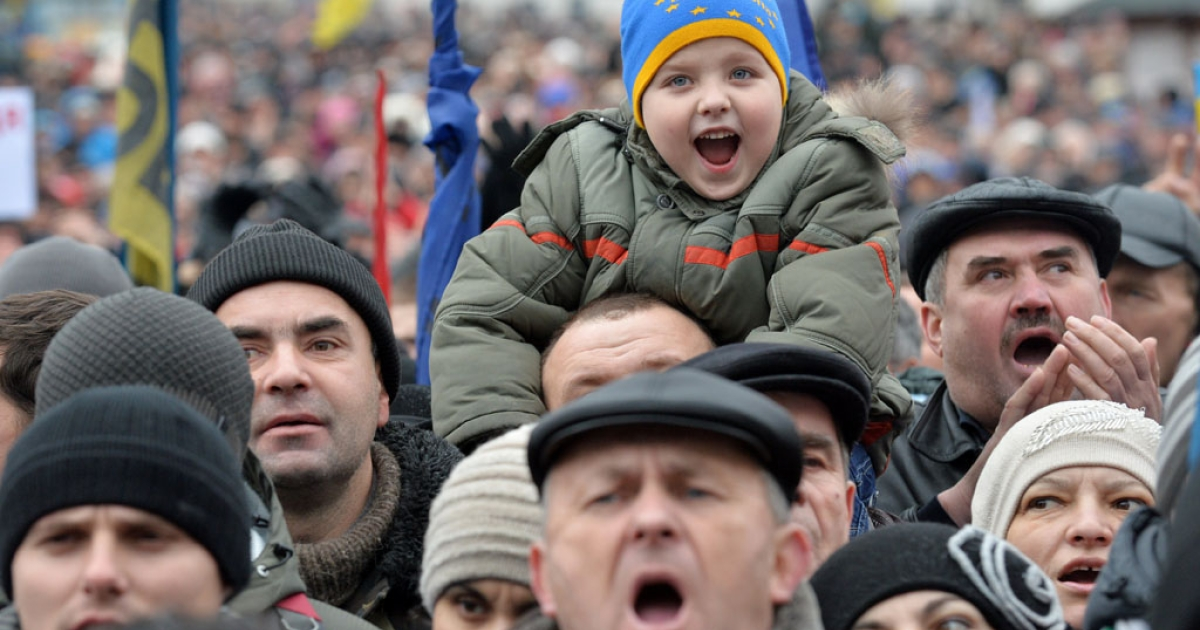 People rally for the pro-European Union opposition at the Independence Square in Kiev, Ukraine, on January 12, 2014.  Some 50,000 Ukrainians gathered amid anger over the bloody beating of prominent former minister turned opposition leader, Yuriy Lutsenko.</p>