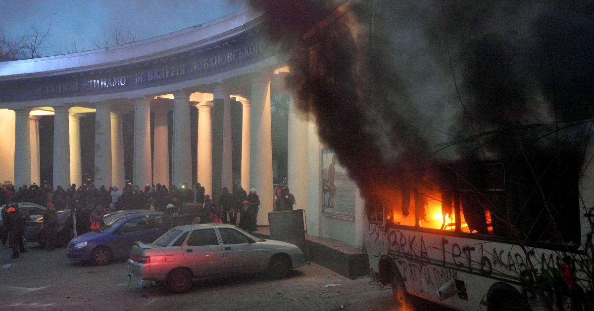 A bus bursts into flames as protesters clash with police on Jan. 19, 2014 in Kiev.</p>