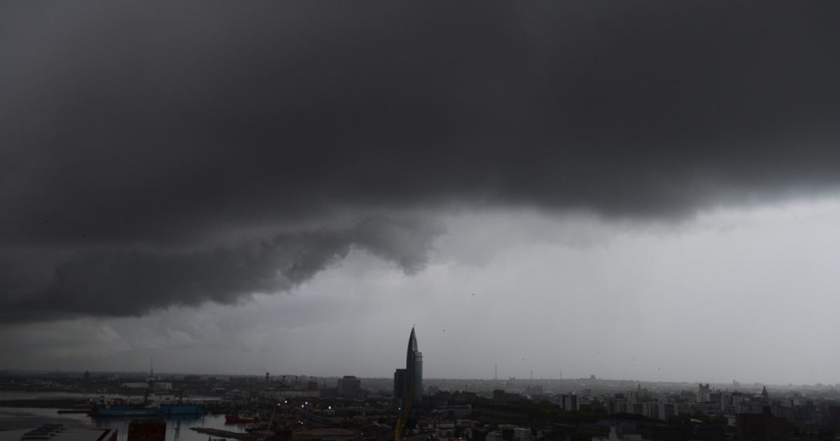 A storm rolls into Montevideo.</p>