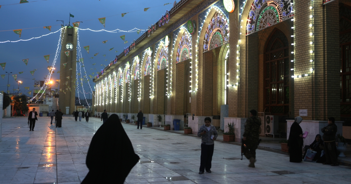 A view of the Abu Hanifa mosque in the Sunni neighborhood of Adhamiya in Baghdad.</p>