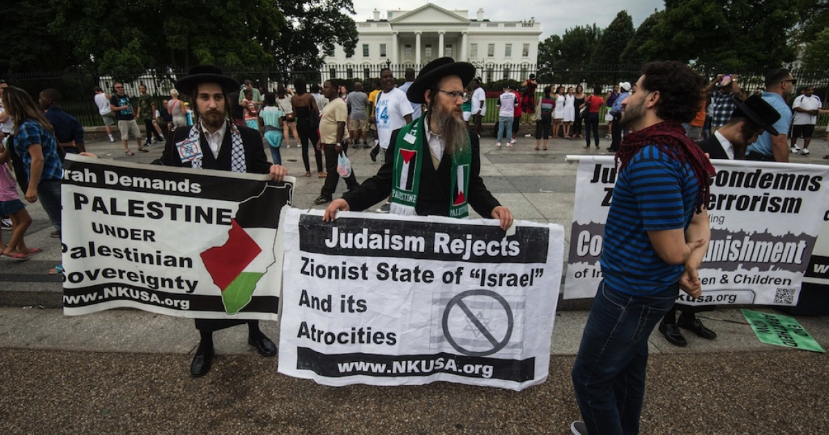 Anti-Zionist ultra-Orthodox Jews of the Neturei Karta movement join a pro-Palestinian demonstration in front of the White House in Washington on July 20, 2014. US President Barack Obama called for an