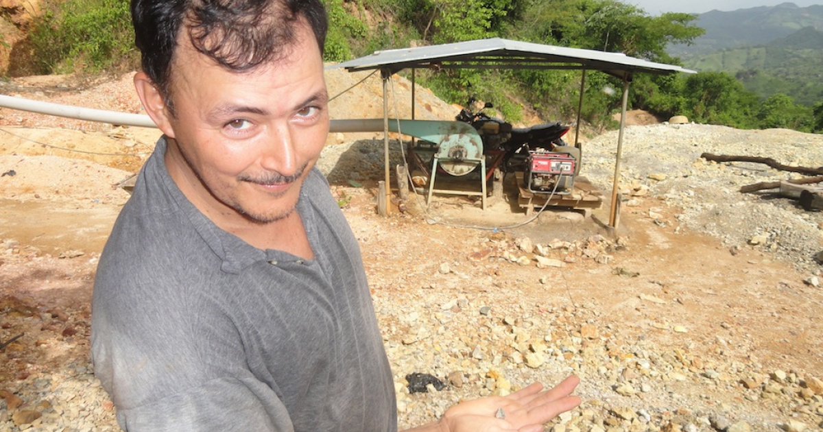 A güirisero, or illegal miner, shows off a small rock with a tiny gold deposit, mined near San Sebastian, El Salvador.</p>
