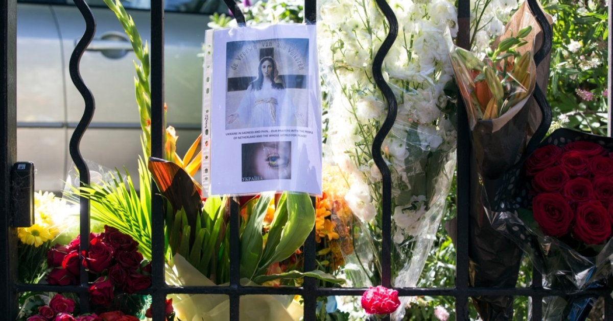 Tributes for the victims of the Malaysia Airlines Flight MH17 are seen outside the Netherlands Embassy on July 18, 2014 in London, England.</p>
