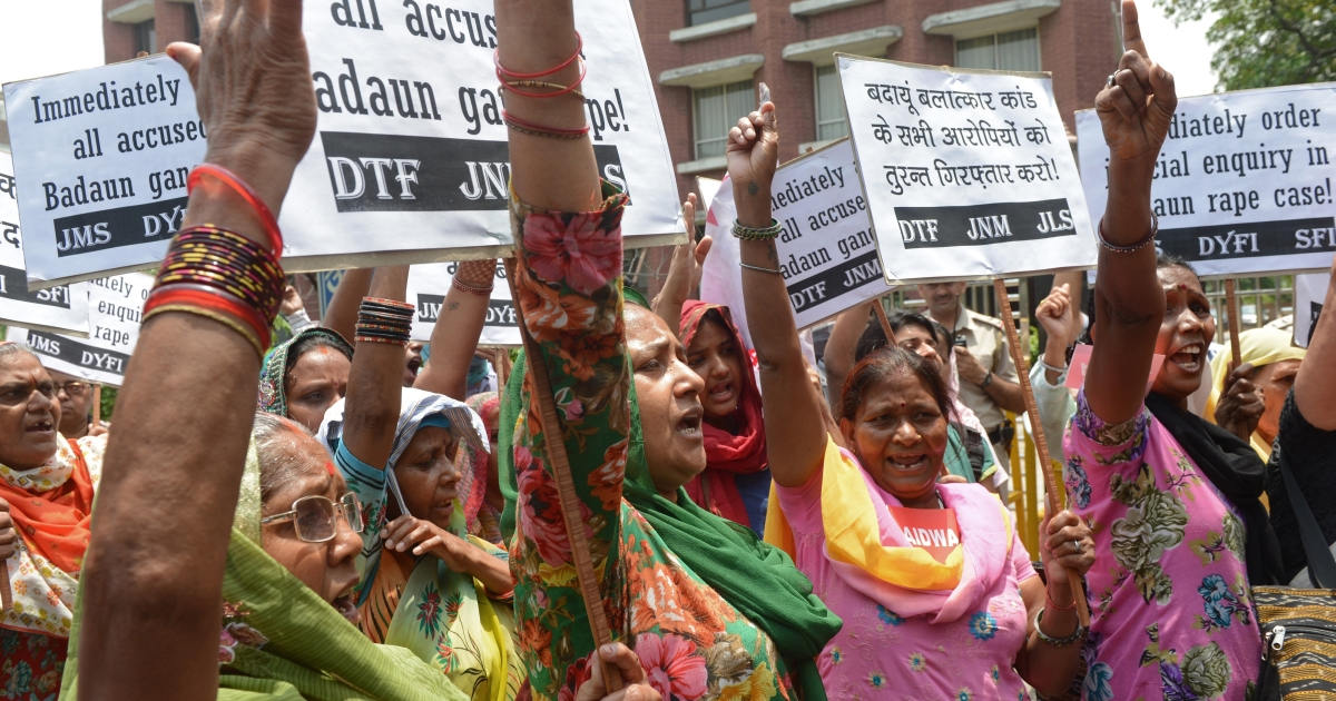 Activists from The All India Democratic Women's Association (AIDWA) and Indian Students Union shout slogans  in front of Uttar Pradesh Bhawan in New Delhi on May 31, 2014, against the gang-rape and death of two teenage girl.</p>