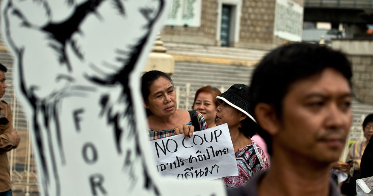 Anti-coup protesters take part in a gathering at the Victory Monument in Bangkok on May 27, 2014</p>