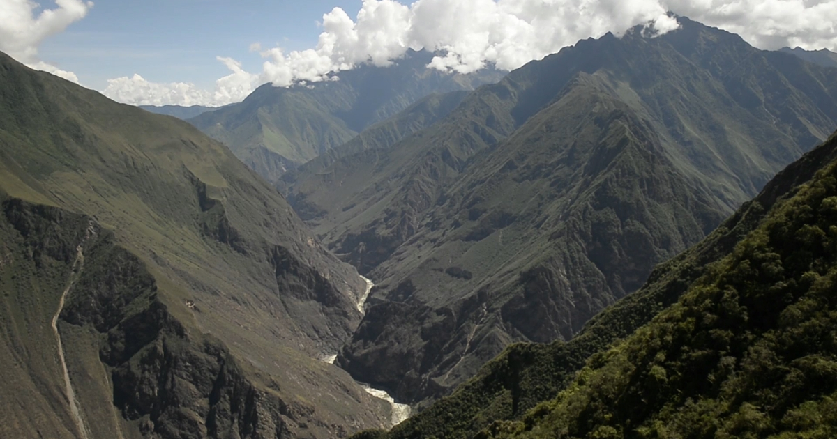 Tourists hoping to reach the mysterious Inca citadel of Choquequirao must first cross the Apurimac canyon, one of the deepest in the world.</p>