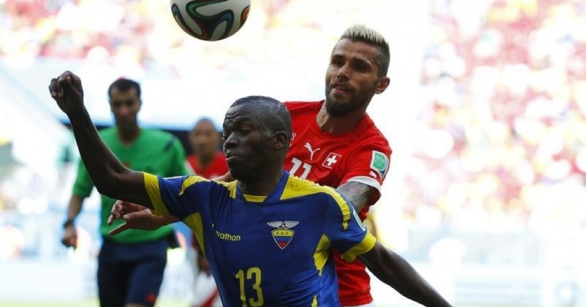 Ecuador's Enner Valencia, front, fights for the ball with Switzerland's Valon Behrami during their 2014 World Cup Group E soccer match at the national stadium in Brasilia, Brazil, June 15.</p>