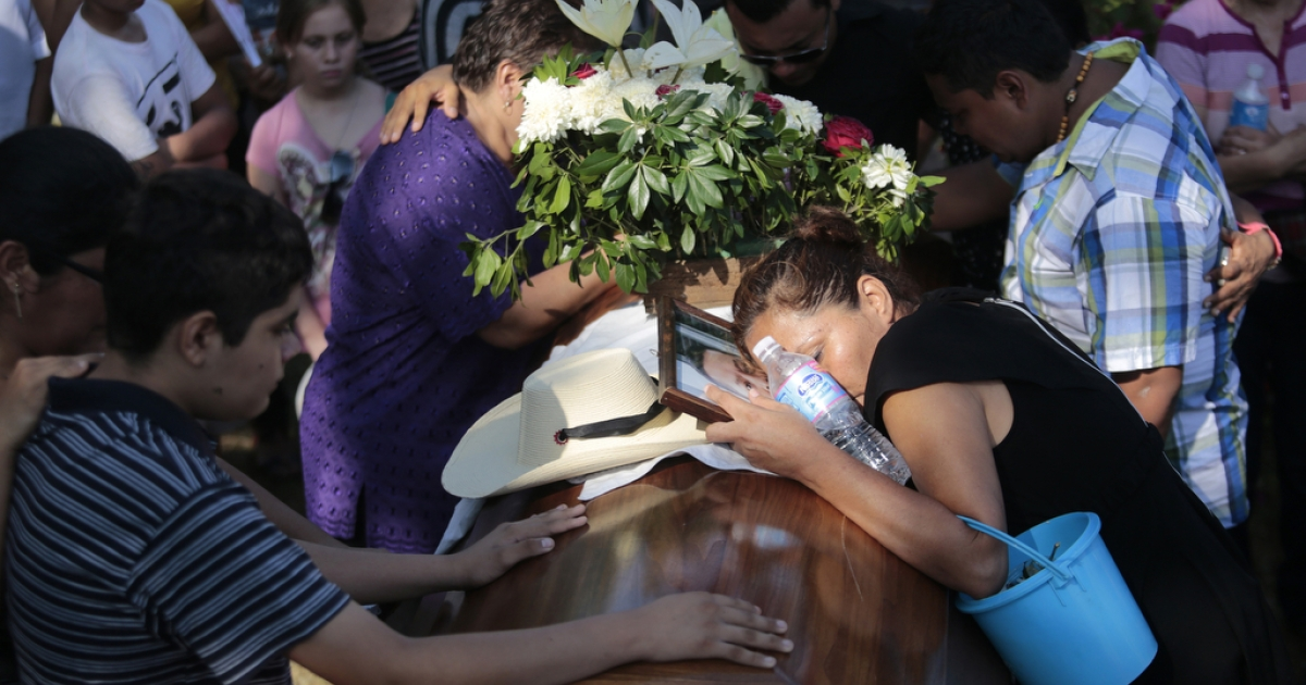 Mourners attend the funeral of Mexican journalist Jorge Torres on June 3, 2014, near Acapulco in Guerrero. Torres was kidnapped and murdered late last month.</p>