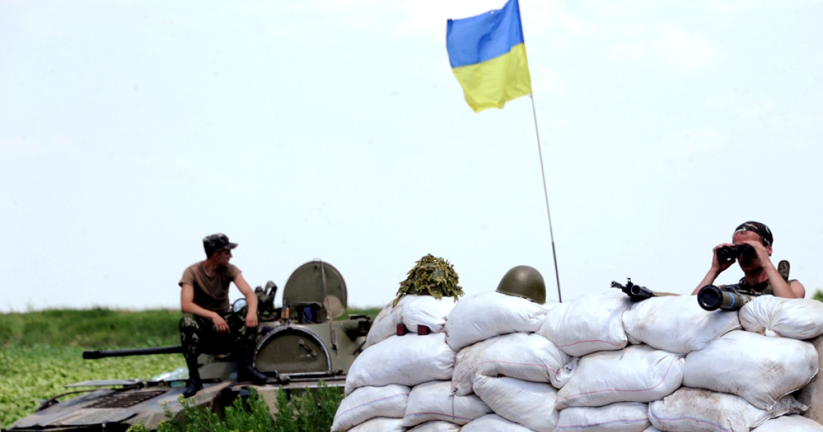 Ukrainian forces guard a check-point near the eastern Ukrainian city of Amvrosievka, Donetsk region, on June 7, 2014.</p>