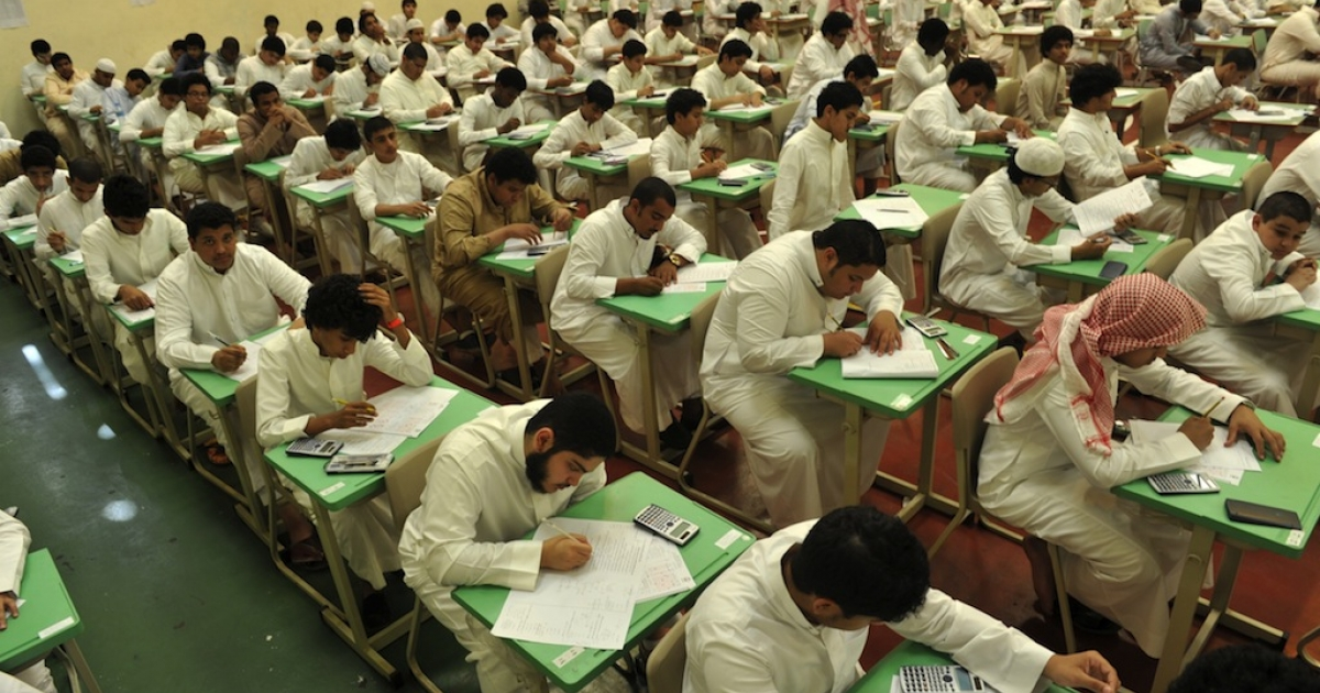 Saudi students sit for their final high school exams in the Red Sea port city of Jeddah on June 19, 2010 at the end of 2009/10 school year.</p>