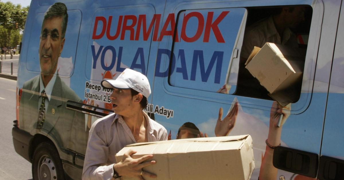 A campaign van from Turkey's July 2007 legislative elections.</p>