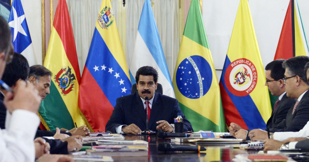 Venezuelan President Nicolas Maduro (C) speaks during an UNASUR's foreign ministers meeting at the Miraflores Presidential Palace in Caracas on March 25, 2014.</p>