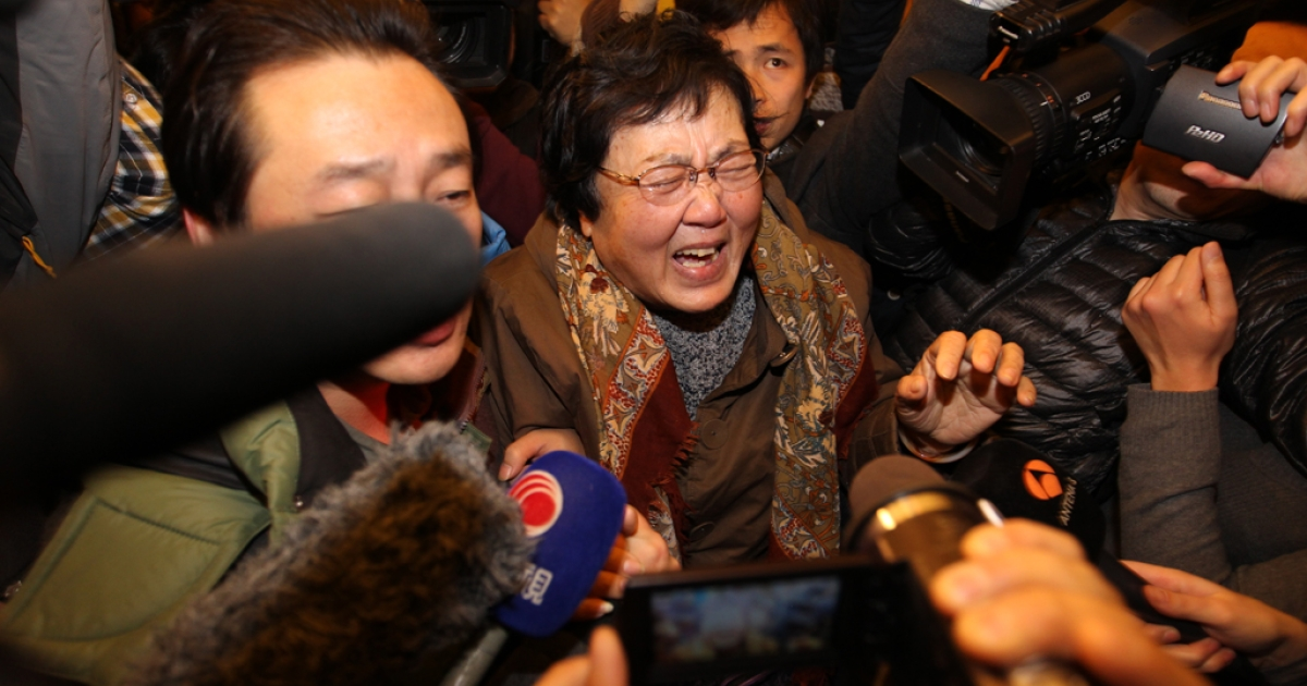 A relative of a passenger onboard Malaysia Airlines flight MH370 cries at Lidu Hotel on March 8, 2014 in Beijing, China.</p>