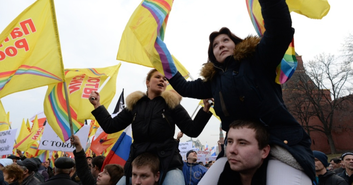More than 65,000 people waving Russian flags and banners attended a rally in central Moscow on March 7, 2014 in a show of solidarity with pro-Russian authorities in the Ukrainian region of Crimea, police said.</p>