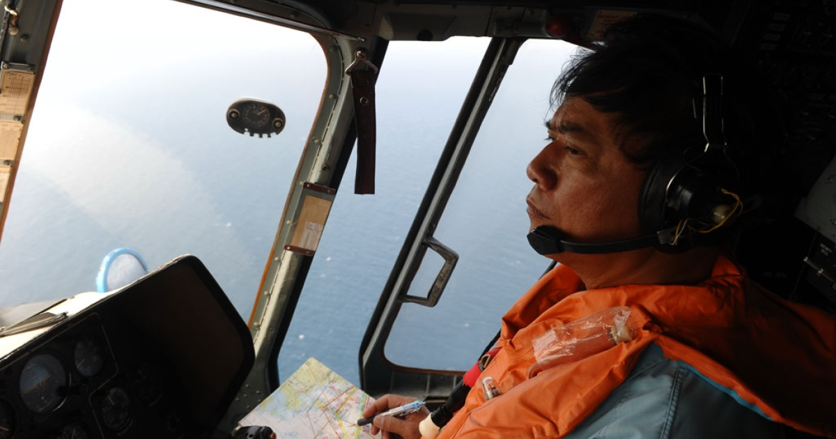 This picture taken aboard a Vietnamese Air Force Russian-made MI-171 helicopter shows a crew member in the cockpit during a search flight over the southern Vietnamese waters off Vietnam's island Phu Quoc on March 11, 2014 as part of continued efforts aimed at finding traces of the missing Malaysia Airlines MH370.</p>