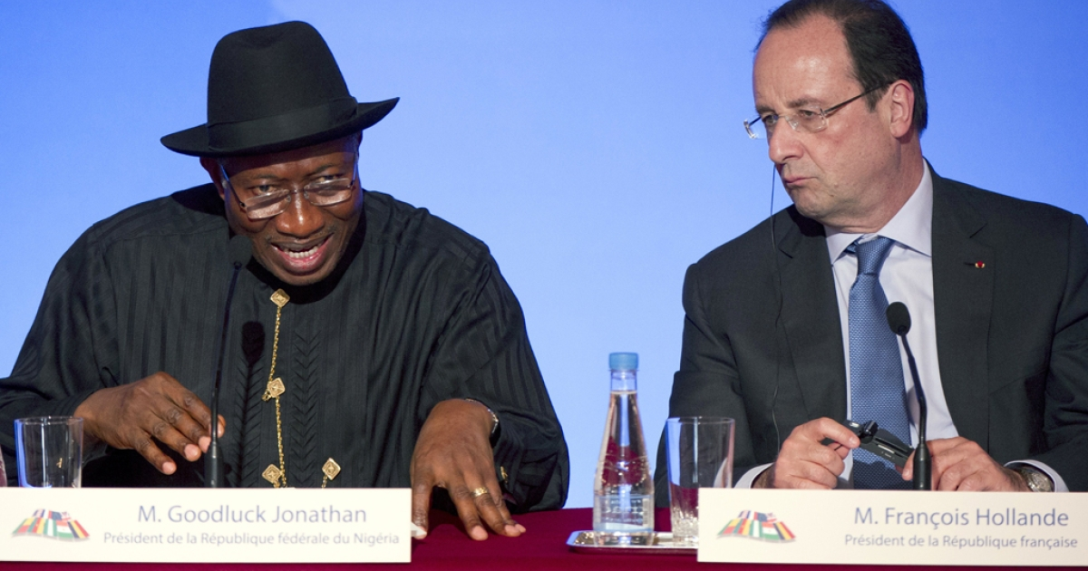 Nigeria's president Goodluck Jonathan (L)  and French president Francois Hollande give a press conference following a summit on the threat from Islamist sect Boko Haram  at the Elysee palace, on May 17, 2014 in Paris.</p>