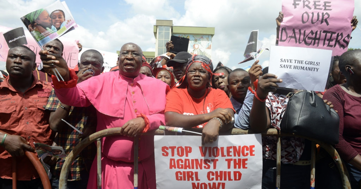 Members of Lagos based civil society groups shout slogans calling for the release of missing Chibok schoolgirls at the state government house in Lagos, Nigeria, on May 5, 2014.</p>