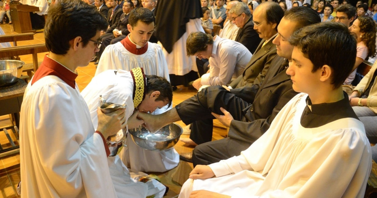 Priest Carlos Urrutigoity washes and kisses the foot of a churchgoer on Maundy Thursday in Paraguay's Ciudad del Este.</p>