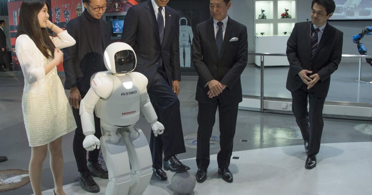 US President Barack Obama with Honda's humanoid robot ASIMO.</p>