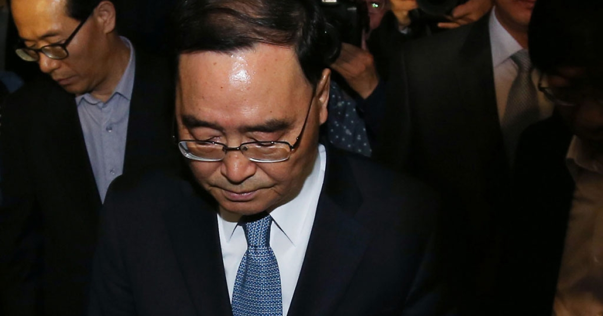 South Korean Prime Minister Chung Hong-Won leaves from the Central Government Complex on April 27, 2014 in Seoul, South Korea.</p>