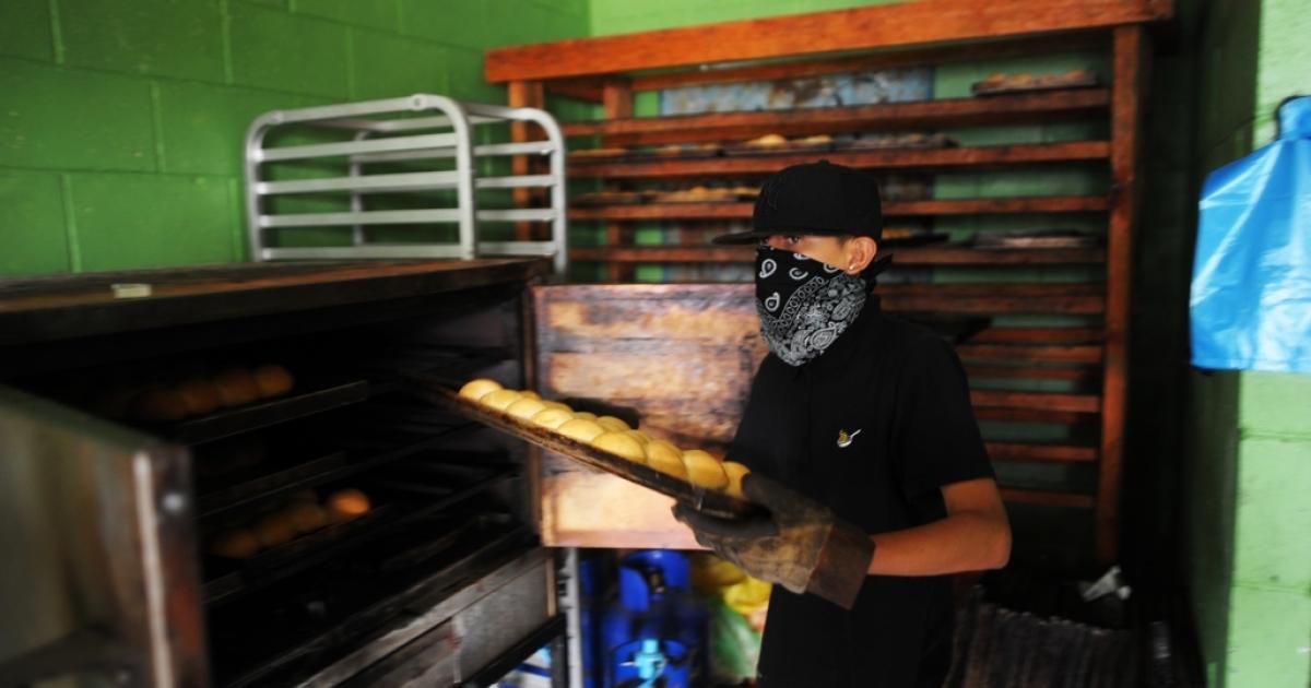 A member of El Salvador's Barrio 18 gang prepares buns at a bakery in Ilopango, on the outskirts of San Salvador.</p>