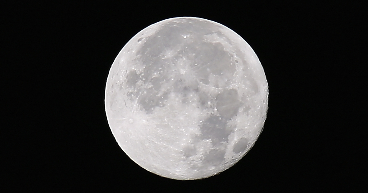 A new study has thrown into question the origins of the moon and may have shown that water within both the moon and the Earth are from the same source.</p>