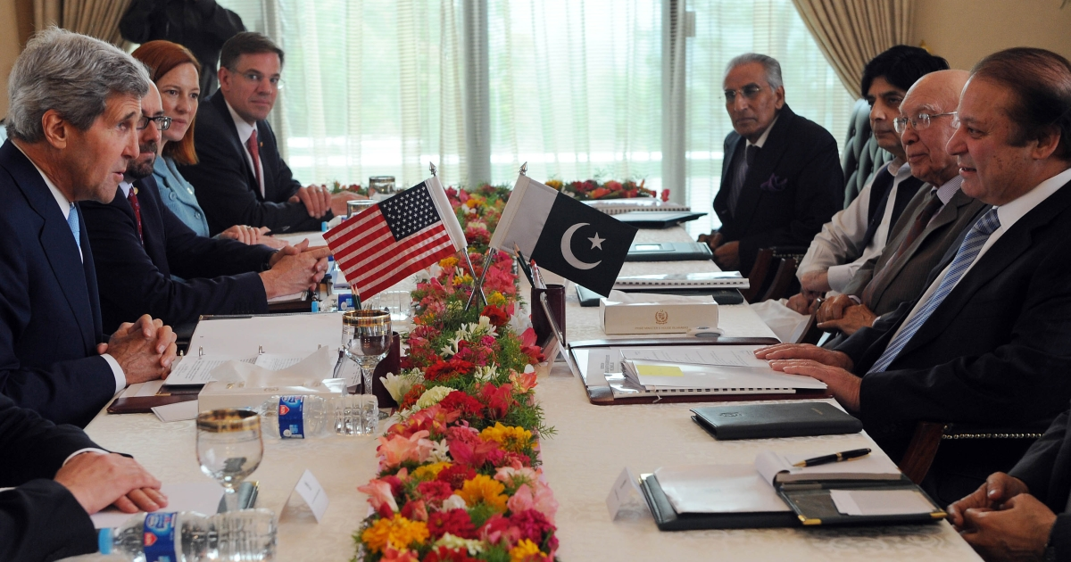 Pakistani Prime Minister Nawaz Sharif (R) holds talks with US Secretary of State John Kerry (L) during their meeting at the Prime Minister's House in Islamabad. Sharif is due to meet with President Barack Obama at the White House on October 23, 2013.</p>
