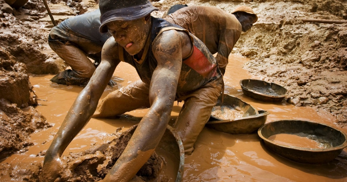 A miner scoops mud while digging an open pit at the Chudja mine in the Kilomoto concession near the village of Kobu, 62 miles from Bunia in northeastern Congo, Feb. 23, 2009. Civil conflict in Congo has been driven for more than a decade by the violent struggle for control over the country's vast natural resources, including gold, coltan, diamonds and timber, most of which is exploited using hard manual labour.</p>