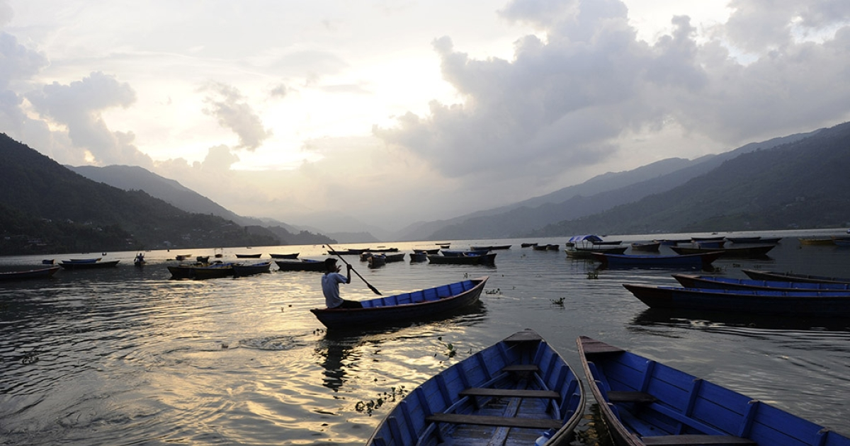 A boat makes its way across Phewa Lake in Pokhara, some 200 kms west of Kathmandu, on July 1, 2012.</p>