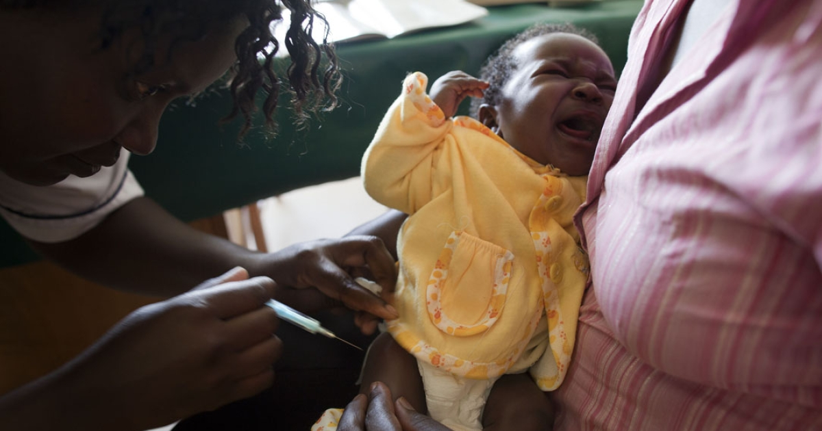 Calvin Lang'at, a nurse at Vihiga District Hospital in western Kenya, gives a shot containing the pneumococcal vaccine to Colleen Kafandika, six weeks old. The baby's mother, Thwaibh Jarega, looks on.</p>
