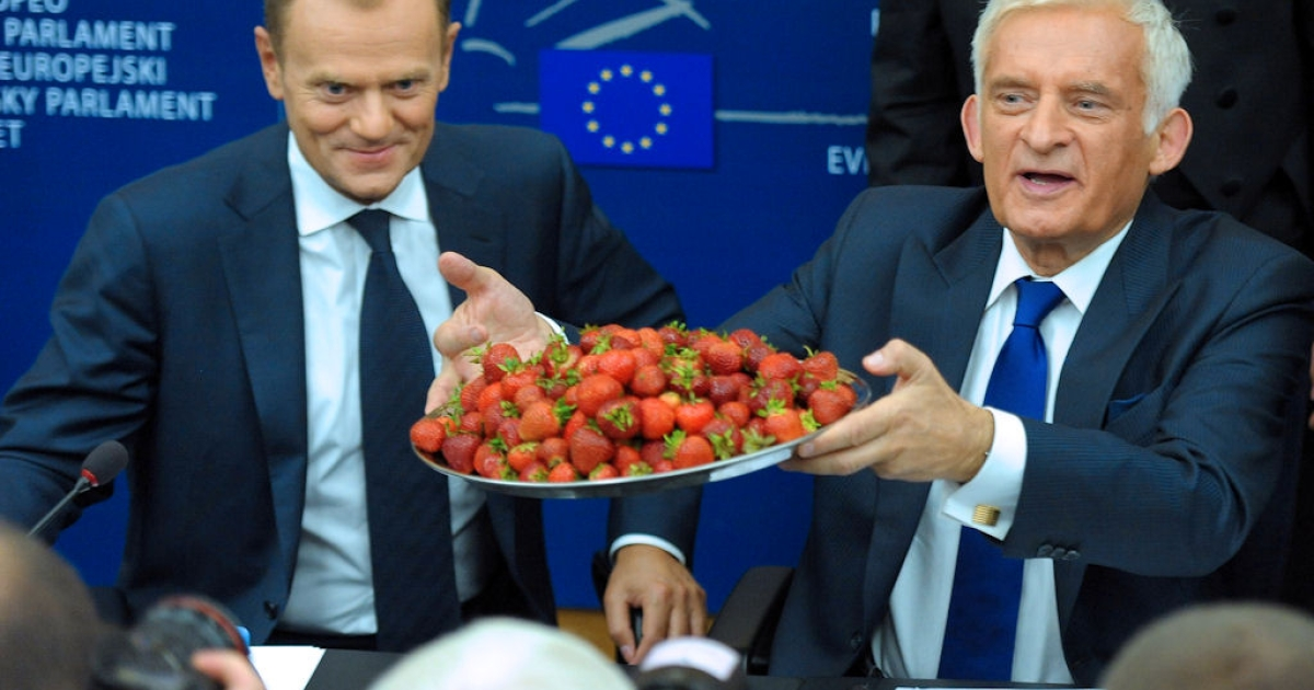 European Parliament President Jerzy Buzek (right) flanked by Polish Prime Minister Donald Tusk (left) presents a tray of strawberries as they give a press conference during a plenary session of the European Parliament on July 06, 2011 in Strasbourg, France.</p>