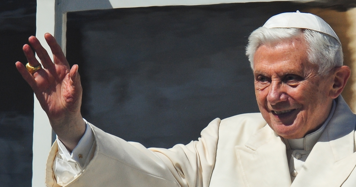 Pope Benedict XVI waves to faithfuls gathered at St. Peter square at the Vatican.</p>