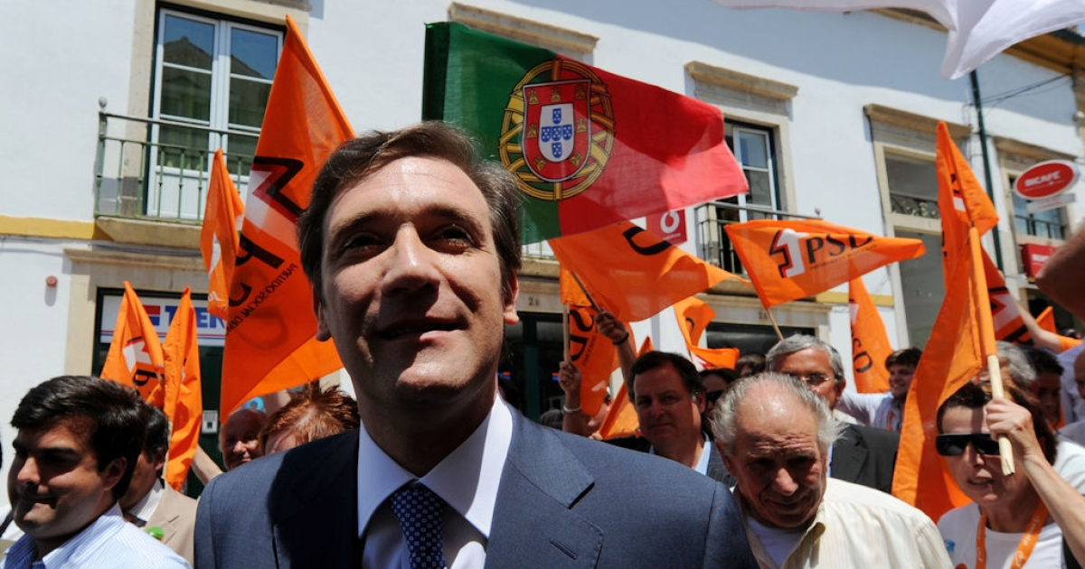 Pedro Passos Coelho, leader of the center-right Social Democratic Party (PSD), campaigns in Tomar, central Portugal, on May 23, 2011.</p>