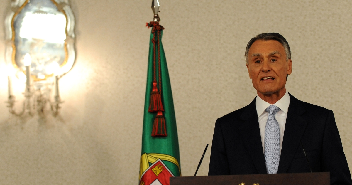 Portuguese president Anibal Cavaco Silva addresses the nation from Belem presidential palace in Lisbon on March 31, 2011, to announce his acceptance of the prime minister's resignation and the dissolution of the parliament. Cavaco announced also his calling snap elections for June 5, 2011.</p>