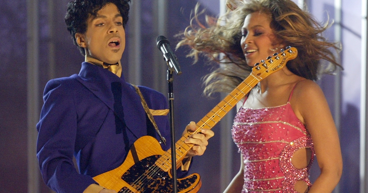 Singer Beyonce Knowles performs Purple Rain with musician Prince at the 46th Annual Grammy Awards held at the Staples Center on February 8, 2004 in Los Angeles, California.</p>