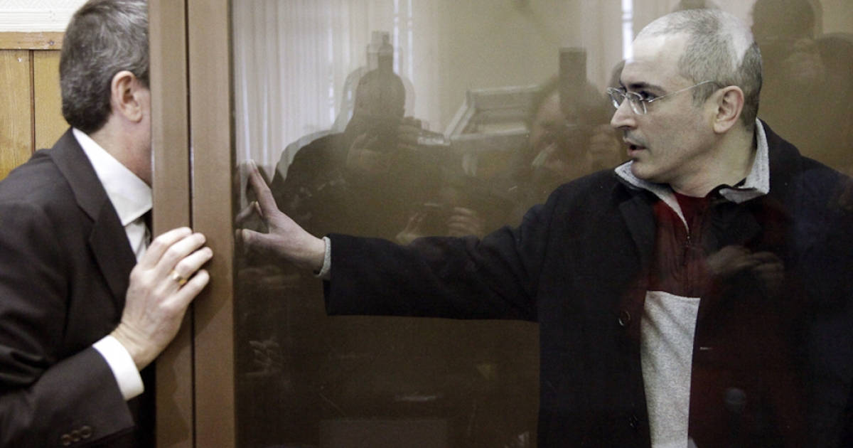 Jailed Russian oil tycoon Mikhail Khodorkovsky talks to his lawyer through the bullet-proof glass defendents' cage at a Moscow court on March 31, 2009. The European Court of Human Rights ruled on Thursday that Khodorkovsky was not treated fairly during his trial but that the charges were sound.</p>