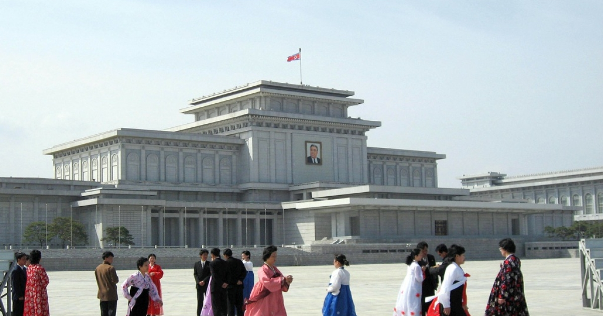 The South Korean delegation reportedly met Kim Jong Un at Kumsusan Memorial Palace in Pyongyang, where Kim Jong Il's body is lying in state.</p>