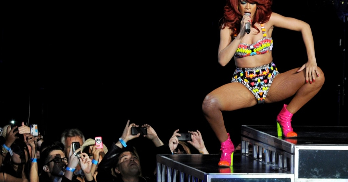 Singer Rihanna performs at the Staples Center on June 28, 2011 in Los Angeles, California.</p>