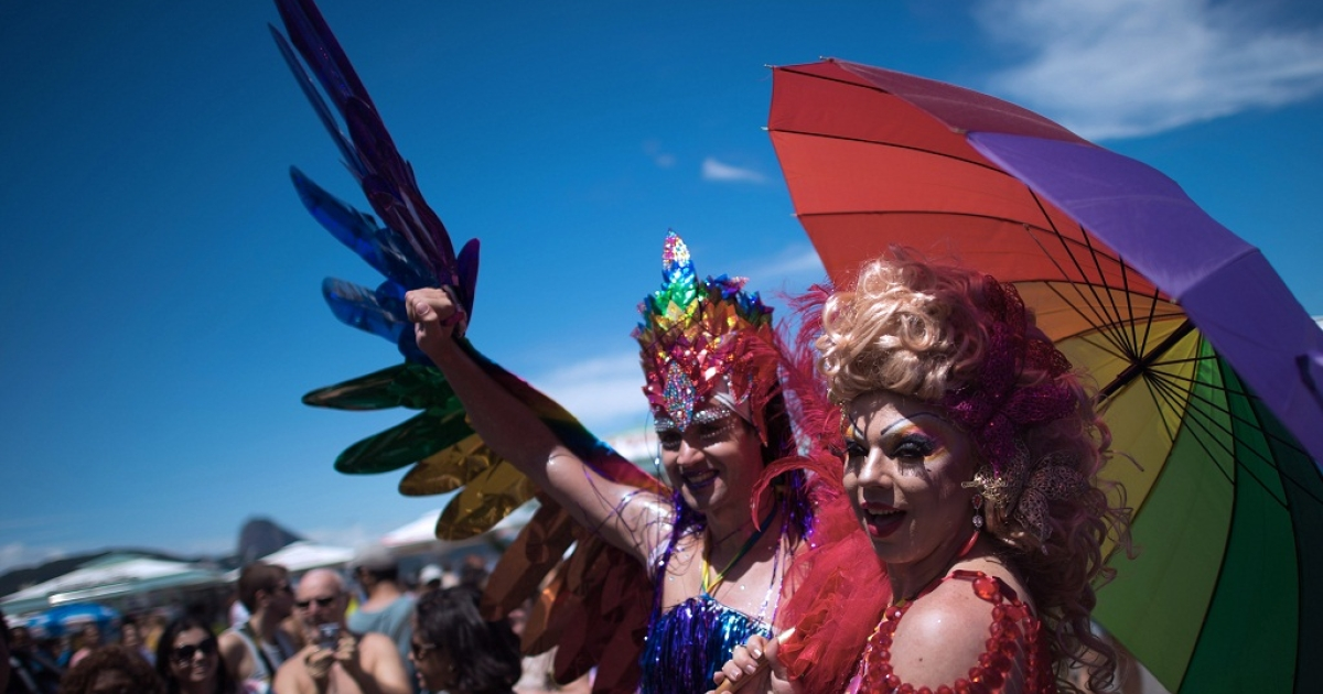 Two transvestites pose during the gay pride parade at Copacabana beach in Rio de Janeiro, Brazil on November 18, 2012.</p>