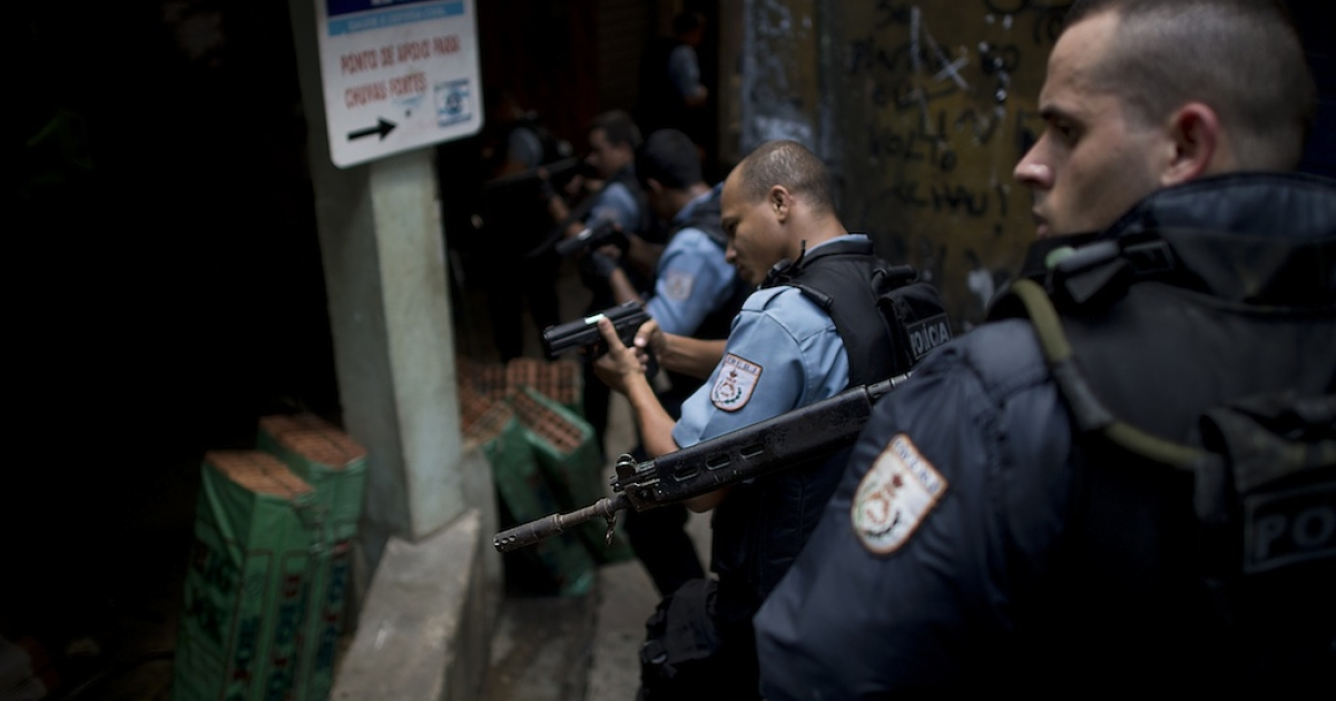 Paramilitary police personnel patrol an alley during a raid at Rocinha shantytown in Rio de Janeiro, Brazil, on September 14, 2012.</p>