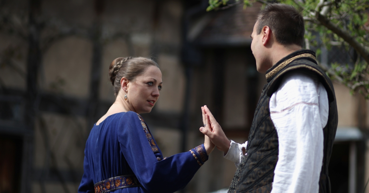 Actors plays scenes from Shakespeare to tourists in the garden of William Shakespeare's birthplace on April 10, 2012 in Stratford-Upon-Avon, England. With only a few months to go until the opening ceremony of the London 2012 Olympic Games, Britain's tourist industry is hoping to benefit from the influx of athletes, officials and visitors.</p>