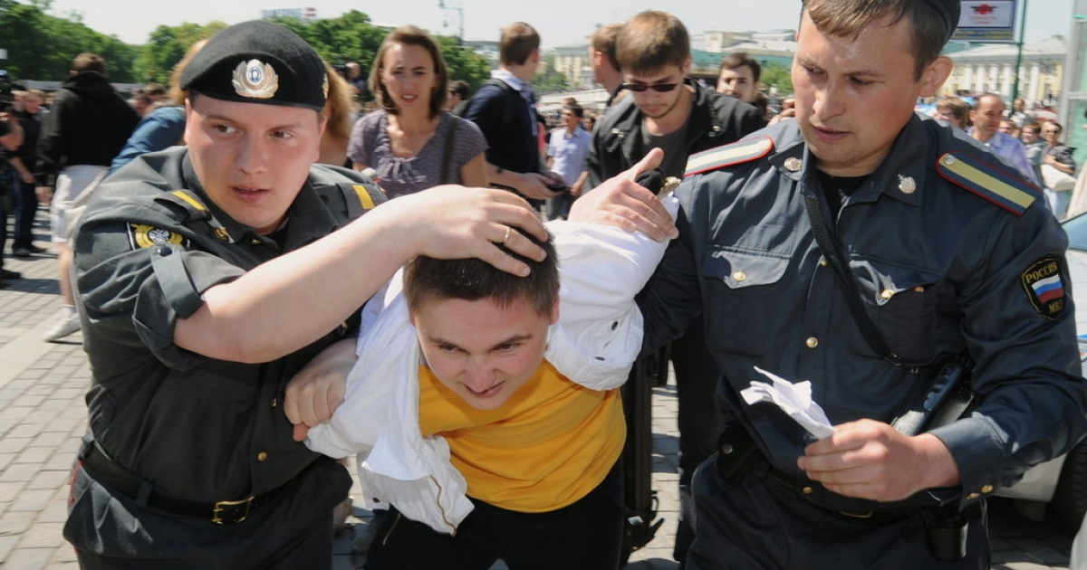 Russian police detain a gay rights activist during an attempt to hold an unauthorized rally in central Moscow on May 28, 2010. Moscow police detained three prominent global gay rights leaders as violence broke out.</p>