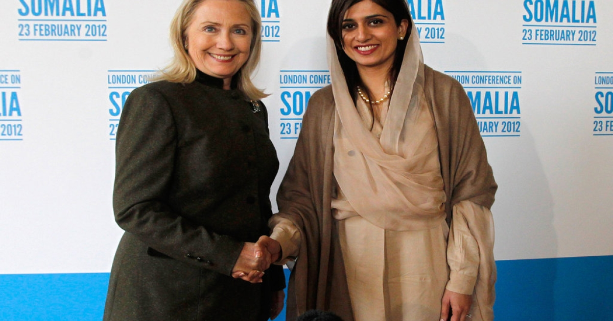 US Secretary of State Hillary Clinton (L) poses for pictures with Pakistan's Foreign Minister Hina Rabbani Khar during the Conference on Somalia at Lancaster House in London on February 23, 2012.</p>