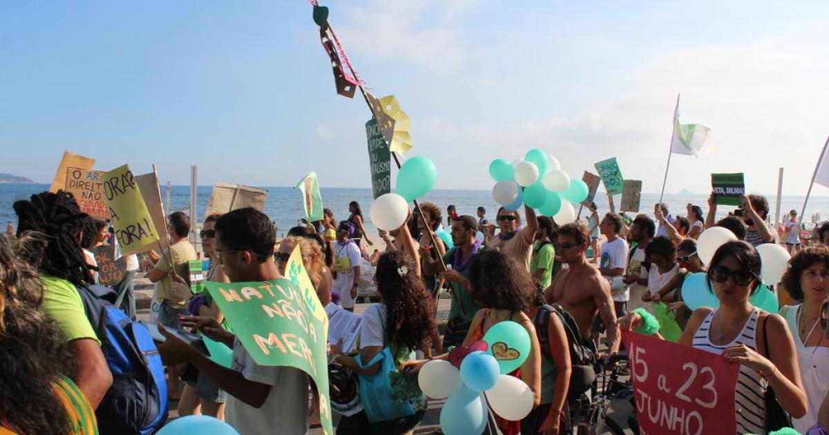 People's Summit demonstrators walk along Ipanema's beachfront in Rio de Janeiro on March 25, 2012.</p>