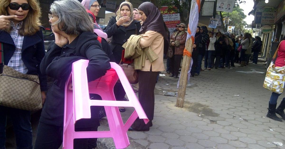 Women wait to vote in the Zemalek neighborhood of Cairo on November 28, 2011.</p>